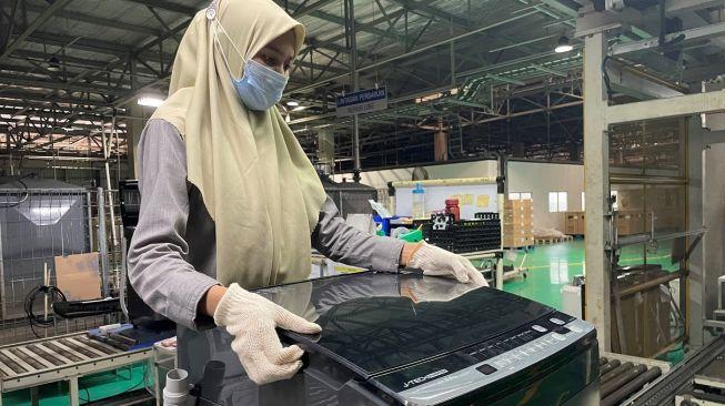 Produksi mesin cuci 1 tabung Sharp Indonesia