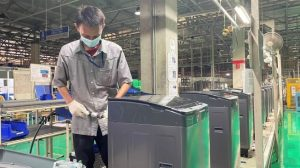 Produksi mesin cuci Sharp Indonesia